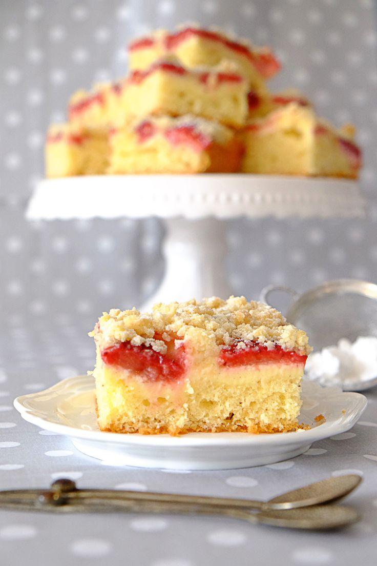 Ucierane ciasto z truskawkami i twarożkiem