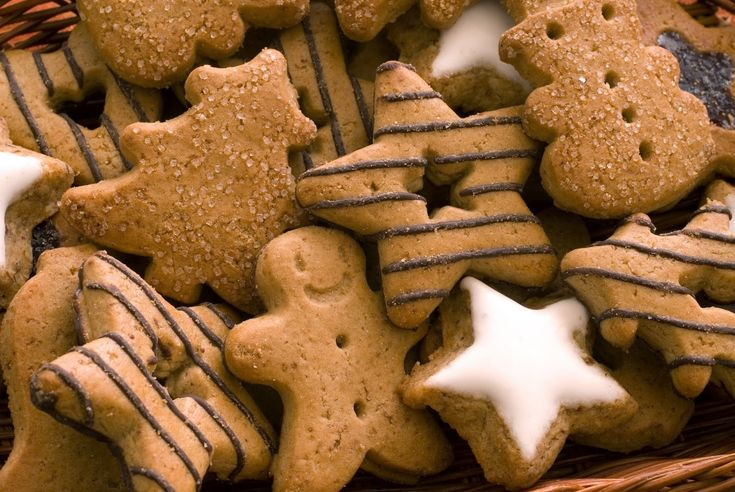 Mυρωδάτα και πικάντικα χριστουγεννιάτικα μπισκότα με τζίντζερ κι άλλα μπαχαρικά.
