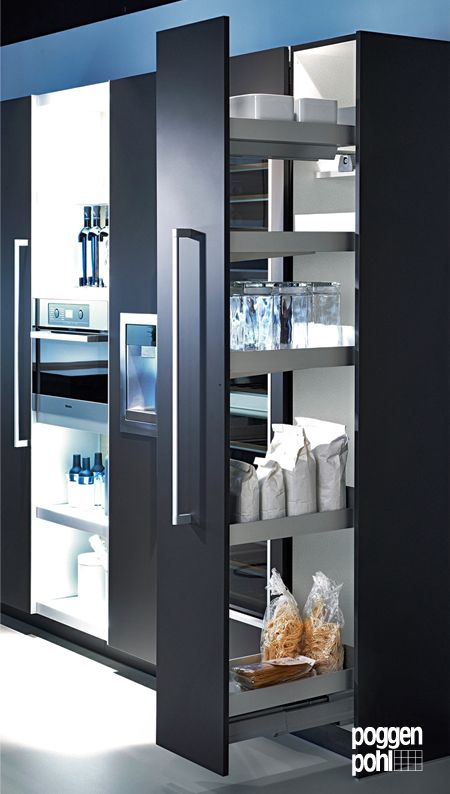 For Poggenpohl when it comes to kitchen layouts, space is often at a premium. That's why, whatever the room dimensions, it is important to use it in the most efficient way. #Poggenpohl #SpaceStorage #PullOutTray #IntegratedSoftClosureMechanism