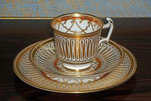 Guldskimrande Kaffekopp Från Royal Chelsea - La Reine Inredningar