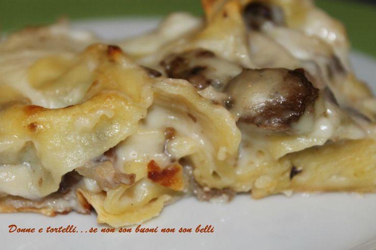 Stracci funghi e salsiccia   Donne e tortelli... se non son buoni non son belli!