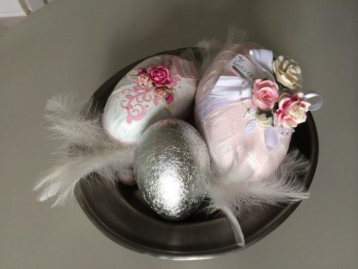 Scrapbooking easter egg, swirl, roses, nellie Snellen punch :)