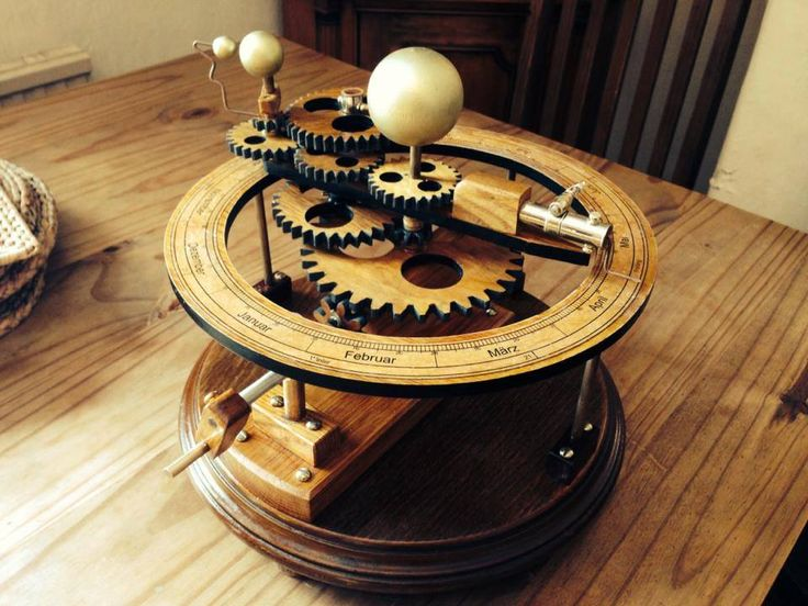 Wooden Tellurion from Thomas Dean. Designed by Christopher Blasius. Plans available at holzmechanik.de