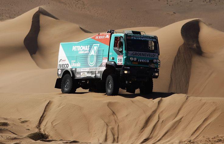 Iveco Trakker Dakar Rally Truck numero 518 en el Dakar de 2012 por los desiertos de Chile. Pilotos Joseph Adua, Ferran Marco Alcayna y Marc Torres. Fotografia de Bryn Lennon para Getty Images.