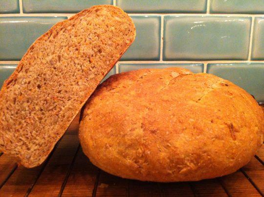 Grahamsbröd med morot och solrosfrön