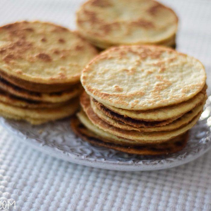 Son buenísimas las gorditas de harina o de azúcar. Muy distintas a las de nata, estas son las delgaditas, dulces y crujientes. Son adictivas! Seguramente la receta tradicional es muy distinta, pero ésta aproximación funciona perfectamente con ingredientes que seguro ya tienes por ahí. Haz la...
