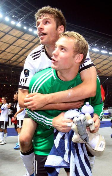 Thomas Müller Manuel Neuer. Probably one of my favorite Mannschaft pictures. You…