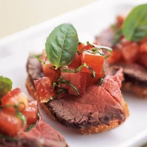 The 106 best images about champagne canapes on pinterest for Roast beef canape