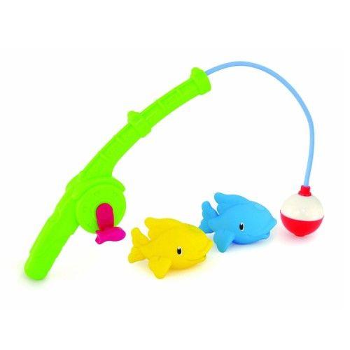Le moment du bain deviendra un réel moment de plaisir avec cette canne à pêche. Doté d'un hameçon magnétique, il permettra d'attraper les 2 poissons qui complètent ce jouet et qui sont aussi des arroseurs de bain. La canne à pêche est facilement préhensible par les petites mains grâce à son manche spécialement prévu pour les petits. Le moulinet permet de faire comme les cannes à pêche de grands ! Ce jouet développera la coordination oeil-main ainsi que la relation de cause à effet.