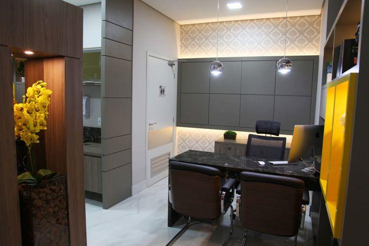 Navegue por fotos de Escritório e loja  : Consultório Médico para Urologista!. Veja fotos com as melhores ideias e inspirações para criar uma casa perfeita.