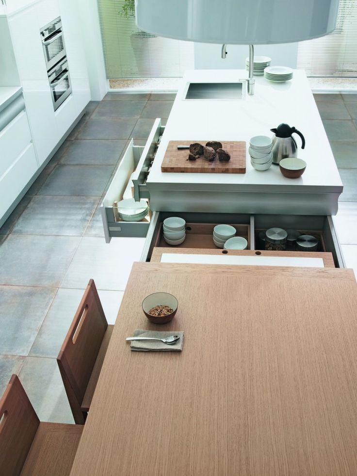 Cuisine Rendez-vous créee par Thibault Desombre avec table dépliable intégrée à l'îlot central