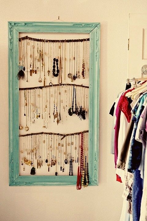 15 Cute DIY Hanging Jewelry Holders That Store Your Stuff Without Taking Up…