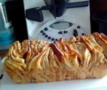 Zupfbrot mit Zimt-Nuß-Apfelfüllung