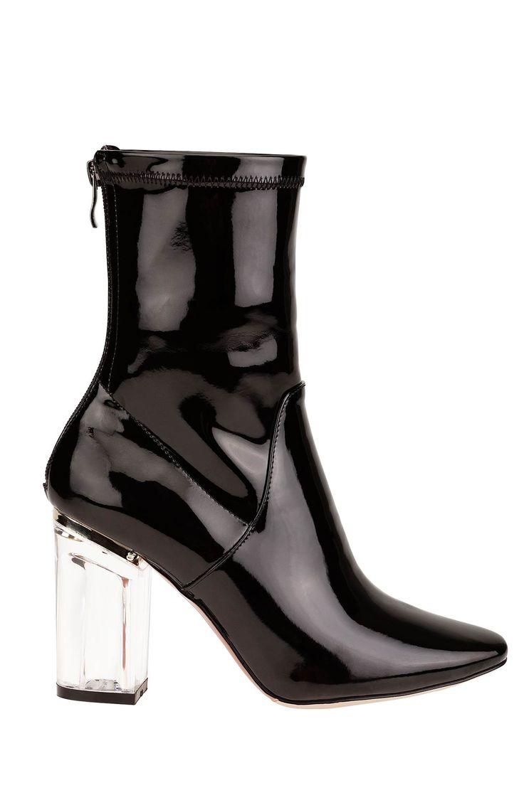 Modne, lakierowane botki z efektownym obcasem, 329 zł na http://www.halens.pl/moda-damska-obuwie-5807/buty-574381?imageId=396370&variantId=574381-0001