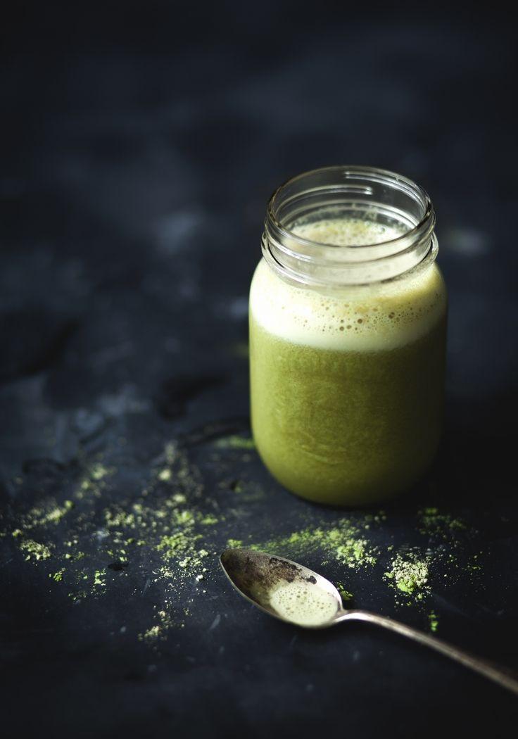 Le matcha a une saveur atypique que je ne saurais vous décrire en mots, mais je peux facilement affirmer en être amoureuse. De plus, cette poudre de thé vert moulu est reconnue pour ses multiples vertus sur la santé et le bien-être au quotidien.