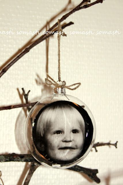 Joulupallo lapsuudenkuvasta