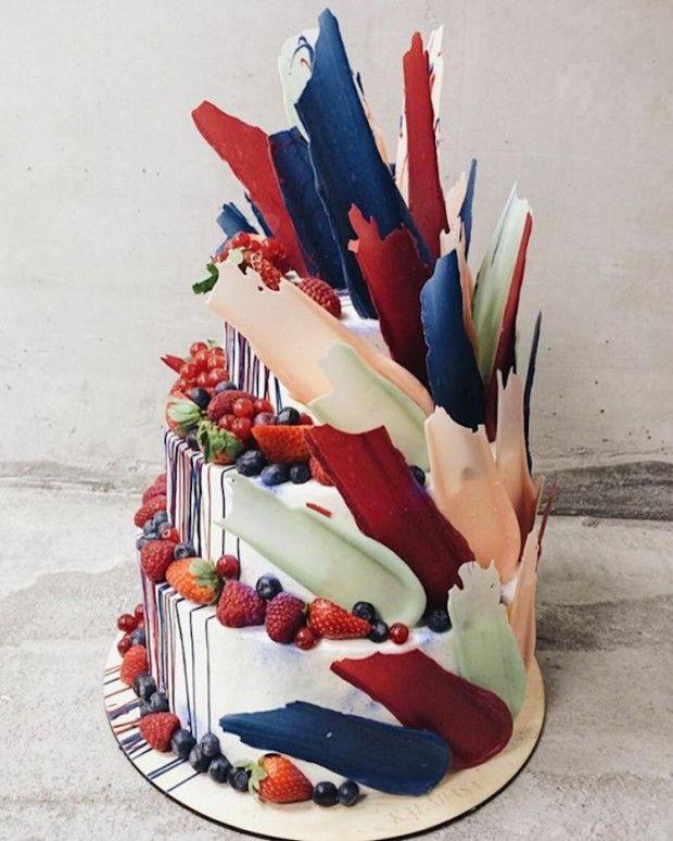 La pâtisserie basée à Moscou, Kalabasa crée des gâteaux colorés inspirés par l'un des éléments les plus fondamentaux de l'art: le coup de pinceau. Les gâte