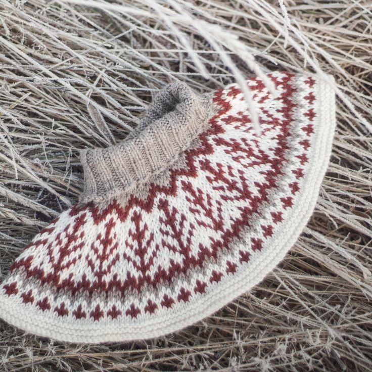 Emblahals Lekkert tilbehør som strikkes på etpar kvelder, godt og varmt og superpraktisk!