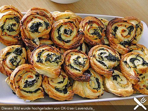 Blätterteig - Spinat - Schnecken, ein leckeres Rezept aus der Kategorie Fingerfood. Bewertungen: 169. Durchschnitt: Ø 4,3.