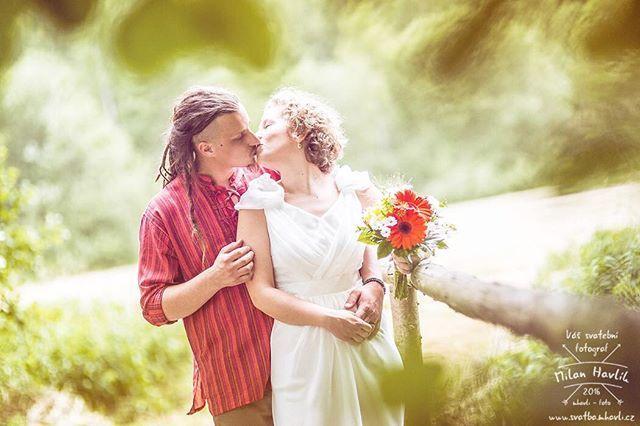 Ještě jedna fotka ze svatby Anet a Pavla. Byla to prostě velká paráda... #svatba #wedding #svatebnifoto #weddingphoto #svatebnifotograf #weddongphotographer #czechwedding #czechphotographer #czechweddingphotographer #zenich #nevesta #drevenymost #most #lavka #drevenalavka #reka #ricka #kamenice #jarosov #jarosovnadnezarkou #svatbavprirode #svatbanalouce #mamsvojipracirad #fotiltomilan  Více svatebních fotek najdete na: www.instagram.com/mhavlifoto