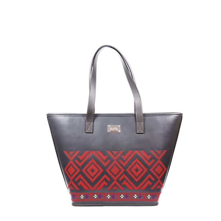 #iutta #bag #iuttabags #dorderomanesc #traditonal #leather #embroidery #motif  #dordebanat #black #red #longing #romania #folklore #folkart #art