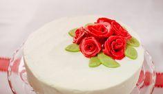 Quark-Zitronen-Sahne-Torte - Eine festliche Torte mit Marzipanrosen