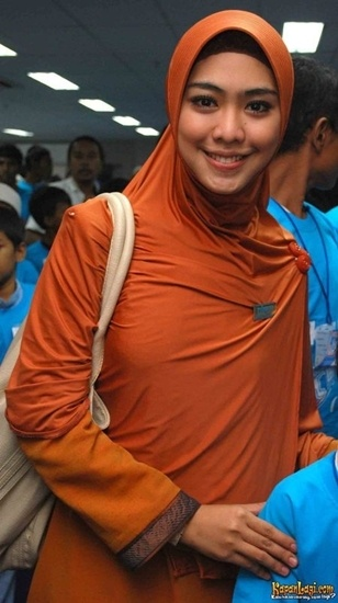 Simple bergo (instant hijab) for daily use.. ademm.. :)