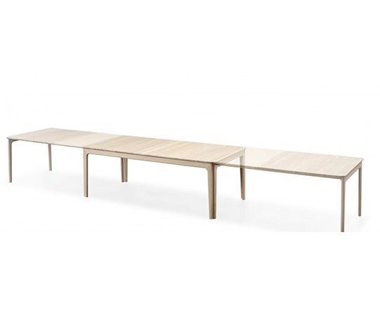 Skovby SM 27 spisebord. Et retro-inspirert design med moderne utseende. De avrundede hjørnene på bordplaten og samspillet med bordet doble ben gir bordet en fleksibilitet og en visuell ro. Bordet har i utgangspunktet plass til 6 personer, men kan forlenges med de tre medfølgende tilleggsplatene som oppbevares i bordet.   For de som ønsker ytterligere plass, er det mulighet å kjøpe en ekstra pakke med plater som gir plass for opp til 20/22 personer.   33 18 17 62 beatrice@borgen-mobler.no