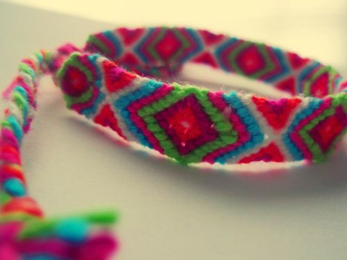 Photo added by theMonster  Friendship bracelet pattern 2146 - would look beautiful in brown, green and dark blue