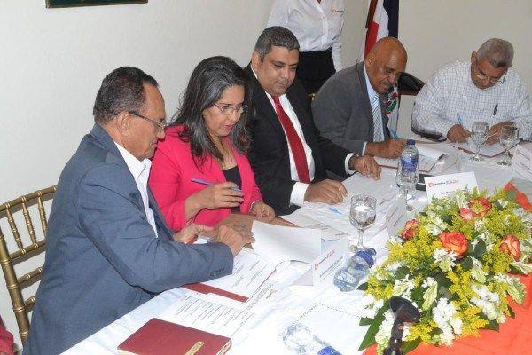 Laboratorio Químico Dominicano renueva pacto colectivo con Sindicato de Trabajadores