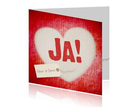 Lieve uitnodigingskaart voor bruiloft, met een groot hart op een rode achtergrond en tekst JA! Hippe trouwkaart van Luckz. Maak zelf jou eigen ontwerp.