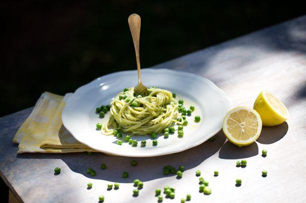 Spaghetti mit Erbsenpesto