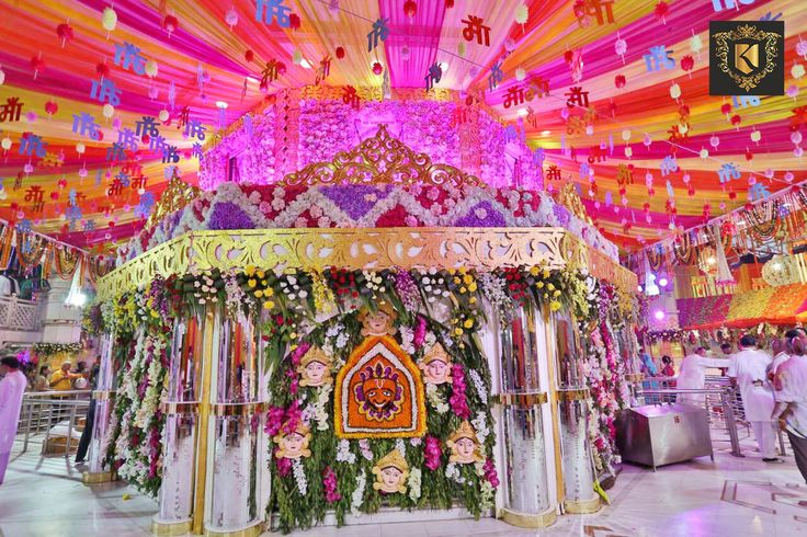 Visit #Jhandewalan Temple this #Navratri and find phenomenal #Decoration of Whole #temple, which are adding #WOW factor to this #occasion.