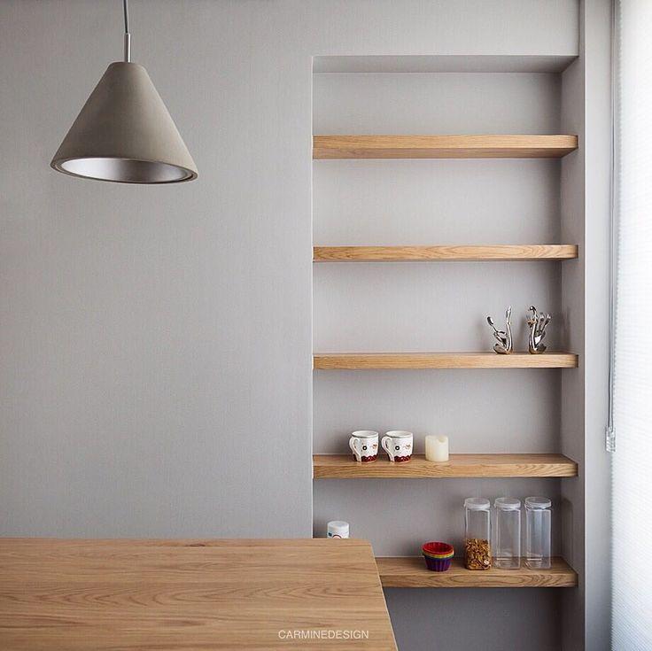 잠실엘스 30평대 주방의 공간활용  매입 우드 선반으로- 수납과 디자인적 요소가 동시에! 카레클린트 원목식탁&조명이랑 너무 잘어울리는 무드입니다  #interior #interiordesign #inspiration #kitchen #kitchendesign #home #design #wood #lighting #furniture #인테리어 #인테리어디자인 #주방 #잠실엘스 #주방인테리어 #카레클린트 #원목가구 #조명 #펜던트 #매입선반 #집스타그램 #집꾸미기 #홈스타그램 #카민디자인