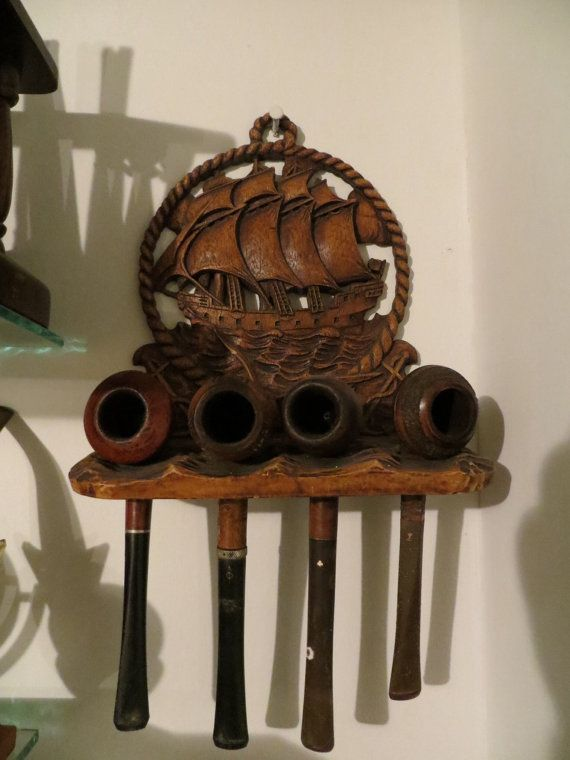 Antique Nautical Pipe Rack With 4 Antique Pipes