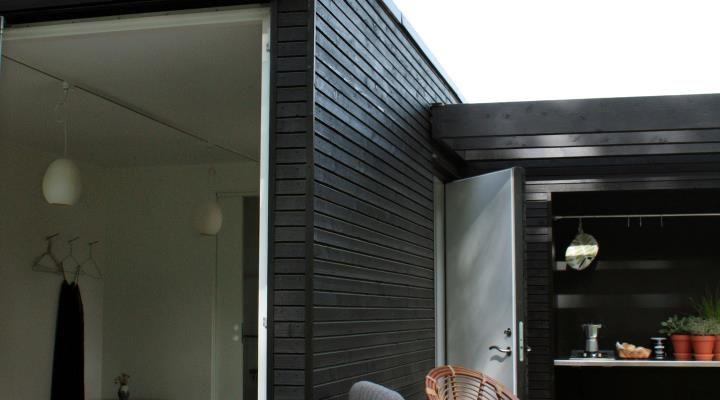 Svenske addaroom tilbyder et enkelt og veldesignet  koncept af gedigne minitræhuse. Til byggeriet er  der anvendt Superwood beklædning og terrasse  brædder.