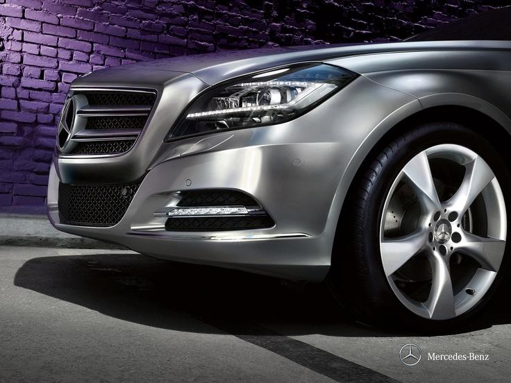 Mercedes-Benz CLS. A passionate form meets impressive technology.