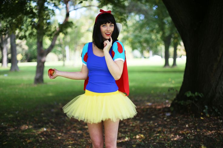 DIY Snow White Halloween costume. Video Tutorial! Check out TheSorryGirls Pintrest or YouTube to see the other 4 Disney Princess costumes!