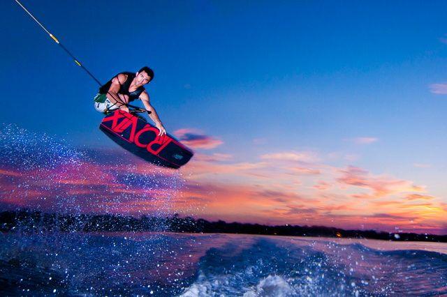 Выбор вейкборда для новичка http://proboating.ru/articles/howto/wakeboard-for-beginner/  #вейкборд #вейкбординг #водныйспорт #водныеразвлечения