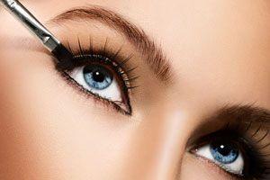 ***¿Cómo Elegir y Aplicar un Delineador de Ojos?*** Aprende algunos consejos para elegir y usar el delineador de ojos perfectos, y lucir siempre maravillosa cualquier día del año...SIGUE LEYENDO EN... http://comohacerpara.com/elegir-y-aplicar-un-delineador-de-ojos_11185b.html