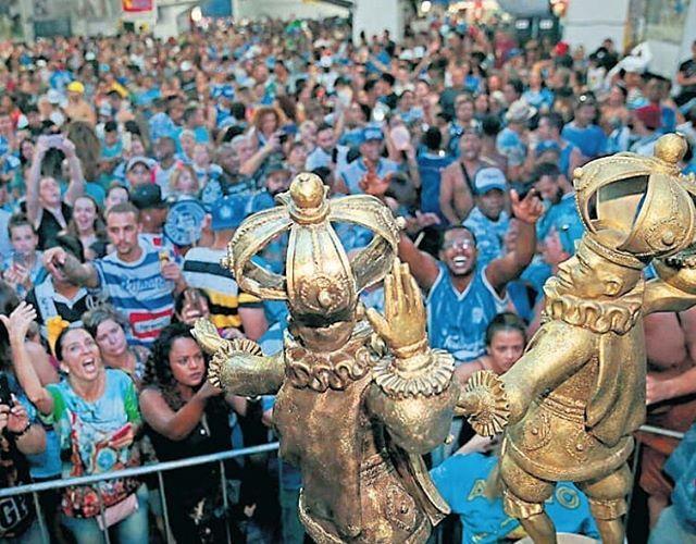 Tatuapé é bicampeã do Carnaval 2018 em São Paulo.  Escola desfilou enredo sobre o Maranhão; Peruche e Independente foram rebaixadas.  #tatuapé #carnaval #carnaval2018 #saopaulo #sp #escola #escoladesamba #desfile #maranhão #peruche #independente #dgabc #noticia #noticias #Agremiação #zonaleste #mocidadealegre #samba #musica #carnavalemsp #diariodograndeabc