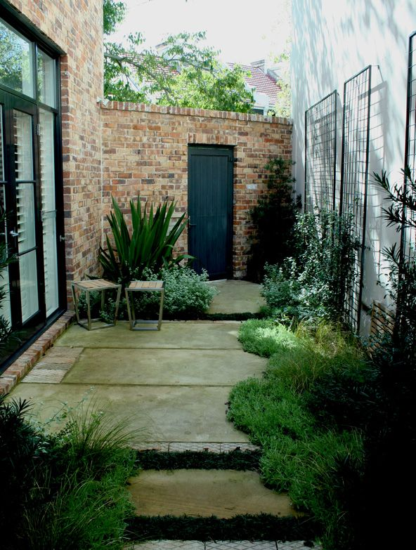 17 best ideas about small courtyard gardens on pinterest for Small shady courtyard ideas