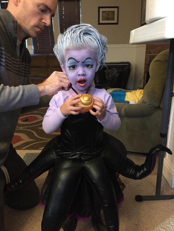 This little girls steals our hearts and our voices with a killer Ursula costume…