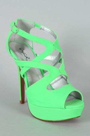 That bright neon line green color looks amazing with these shoes!! Such a cute pair of heels