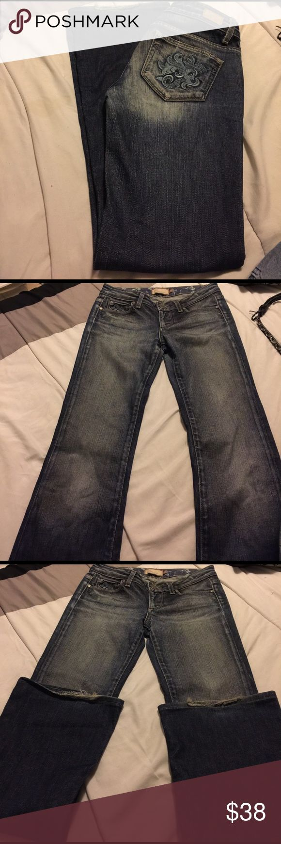 Paige premium denim Hollywood Hills size 25 39 inches long .Leg opening is 9 inches flat. It does have some fringing on the back, as seen on pics. Other than that are in good condition. No trades or modeling.98% cotton , 2% spandex. Made in U.S.A. Paige Jeans Jeans Flare & Wide Leg