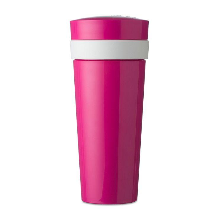Duobeker Take A Break 400 ml in de kleur pink (roze). In deze roze duobeker van Rosti Mepal met een inhoud van 300 ml (beker) + 100 ml (compartiment) blijft uw lunch eindelijk lekker vers en knapperig. Muësli voor in de yoghurt neemt u eenvoudig mee in de deksel met het compartiment. Wat past nog meer in deze paarse duobeker? Water en melkpoeder voor uw baby, kwark met gedroogd fruit of water en een energiemix voor tijdens het sporten, het kan allemaal! Afmeting: 8 x 8 x 19 cm - Duo Beker…