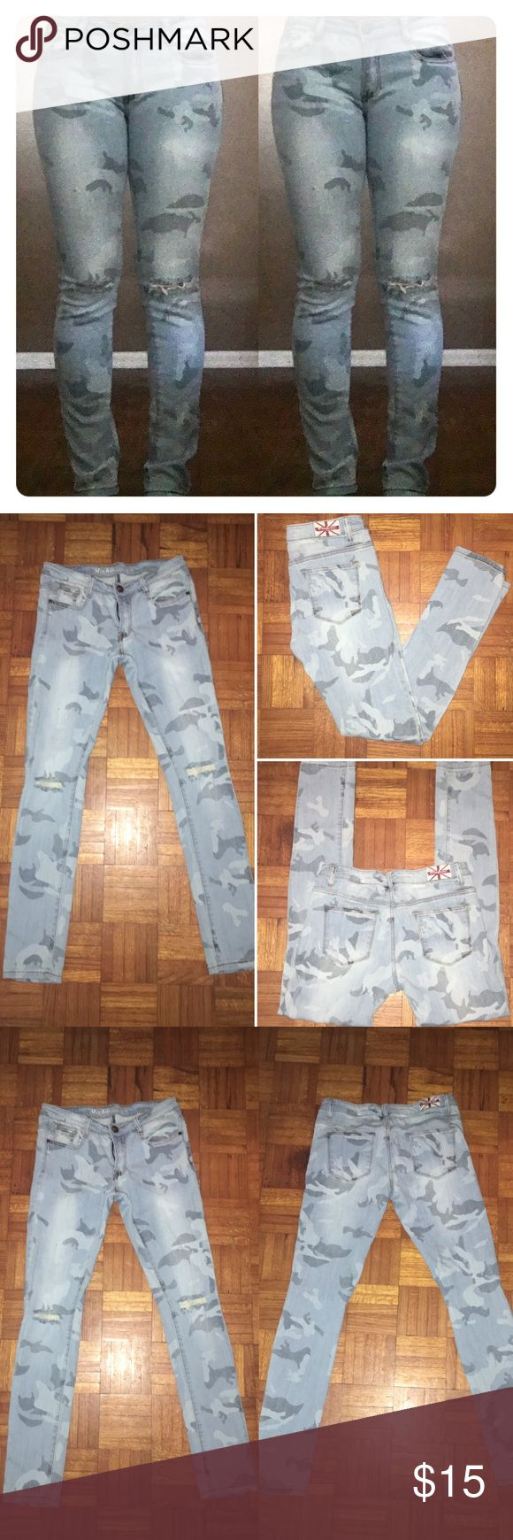 Low Rise Faded Camo Skinny Jeans Low Rise Faded Camo Print Skinny Jeans. Cut at the knees. Size 7-9 (29) MACHINE nouvelle mode  Jeans Skinny