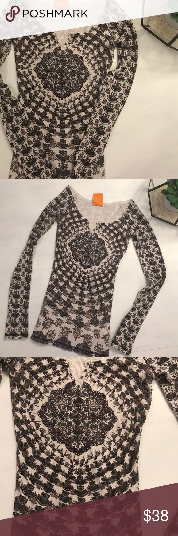 Free People Festival Explosion XS Gorgeous Mandala thermal by FP! Scoop neckline features three snaps, defined hem and cuffs and a gorgeous waffle knit print! Such a fun WARM thermal! Color is cream, tan, gray and a burgundy. Free People Tops