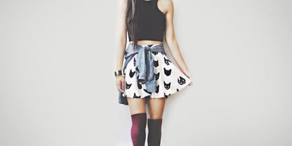 Las calcetas a la rodilla es una moda que puedes aplicar sin importar tu estilo. Con esto queremos decir que no importa si eres una chica que tiende a vestirse más rocker, grunge o fresa, esta prenda se puede combinar a la perfección con tu personalidad. Lo maravilloso de estas calcetas, es que puedes mostrar …