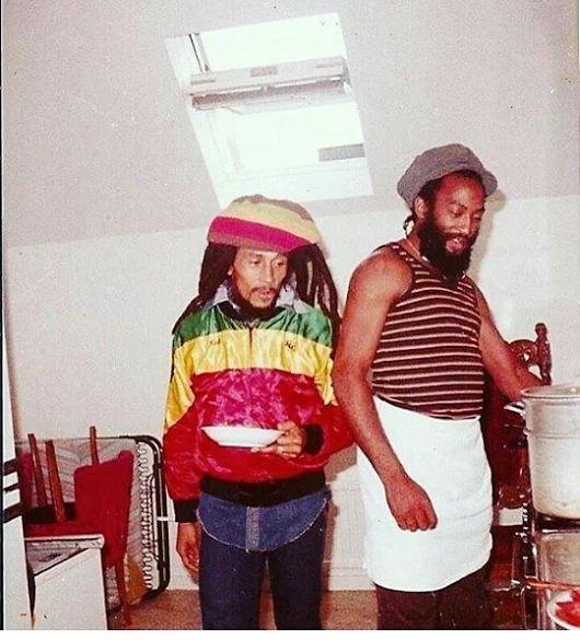 **Bob Marley** & Antonio 'Gilly' Gilbert, Uprising Tour 1980. More fantastic pictures, music and videos of *Robert Nesta Marley* on: https://de.pinterest.com/ReggaeHeart/